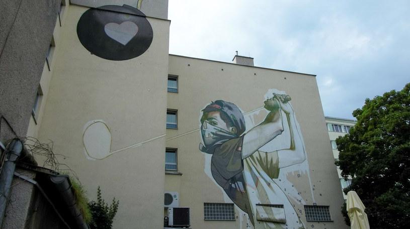 Mural na ścianie hotelu Blick /Styl.pl