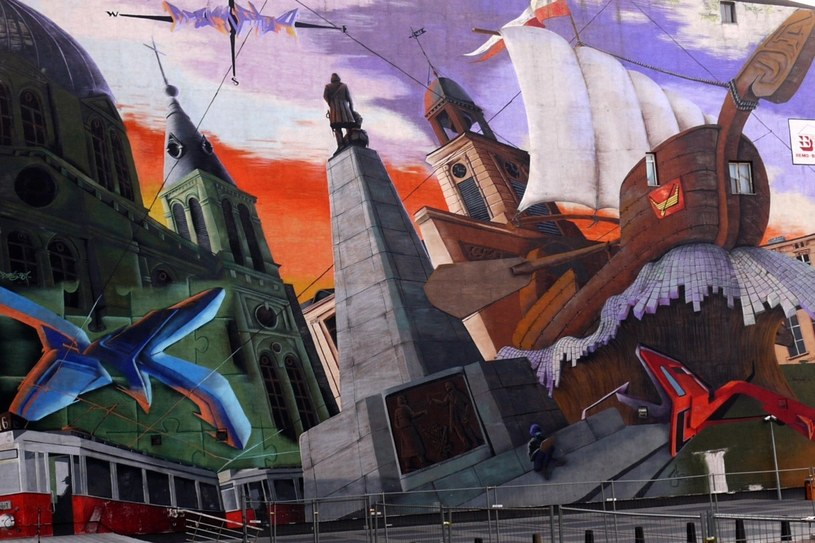 Mural przy ulicy Piotrkowskiej - alegoria Łodzi /Dawid Lasociński /Agencja FORUM