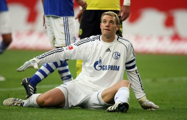 Murawa na której siedzi Manuel Neuer wytrzymała ponad cztery lata na Arena auf Schalke /AFP