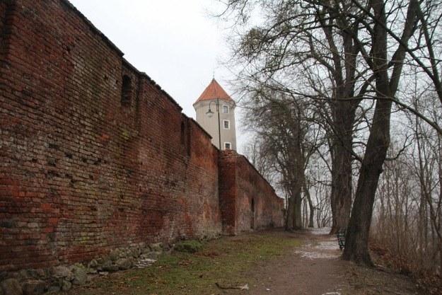 Mury obronne wokół zamku w Pasłęku /Piotr Bułakowski /Archiwum RMF FM
