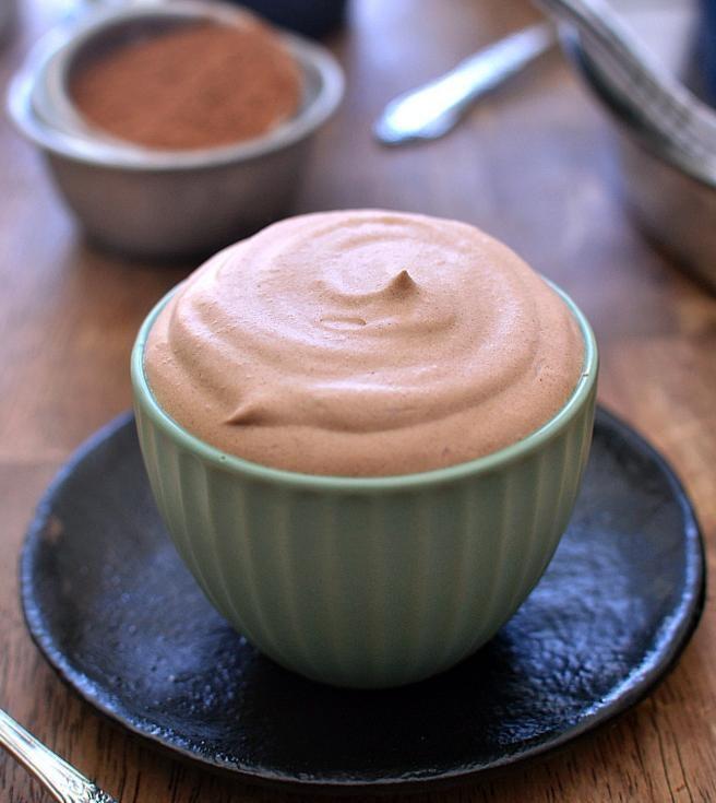 Mus czekoladowy z likierem Baileys /© Photogenica