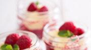 Mus z owoców jagodowych z waniliową chmurką