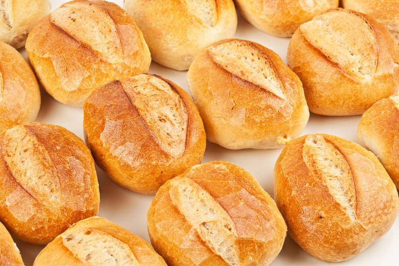Musicie zrezygnować z bułek i chleba kupowanych w zwykłej piekarni /123RF/PICSEL
