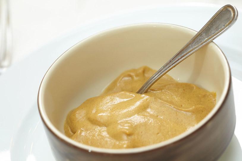 Musztarda stanowi interesujący i smakowity zamiennik masła /123RF/PICSEL