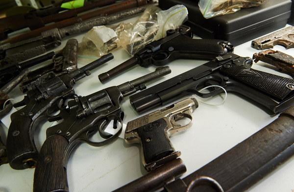 Broń krótka, pistolety i rewolwery