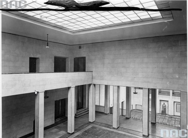 Muzeum Narodowe w Warszawie. Hall na pierwszym piętrze /Z archiwum Narodowego Archiwum Cyfrowego