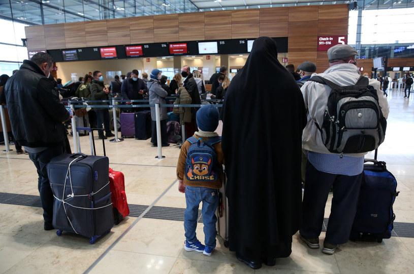 Muzułmanie na lotnisku w Schoenefeld /Adam Berry /Getty Images