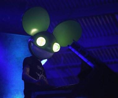 Muzycy zakładają maski