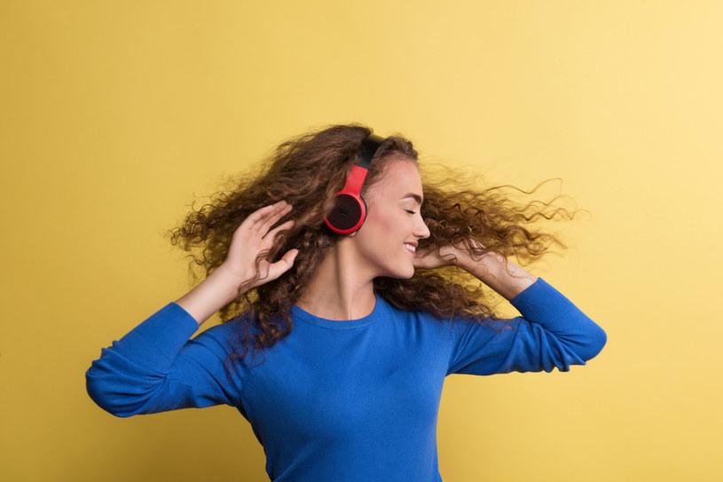 Muzyka daje odprężenie, ale... /123RF/PICSEL
