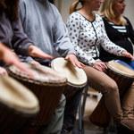 Muzyka poprawia komunikację społeczną autystycznych dzieci