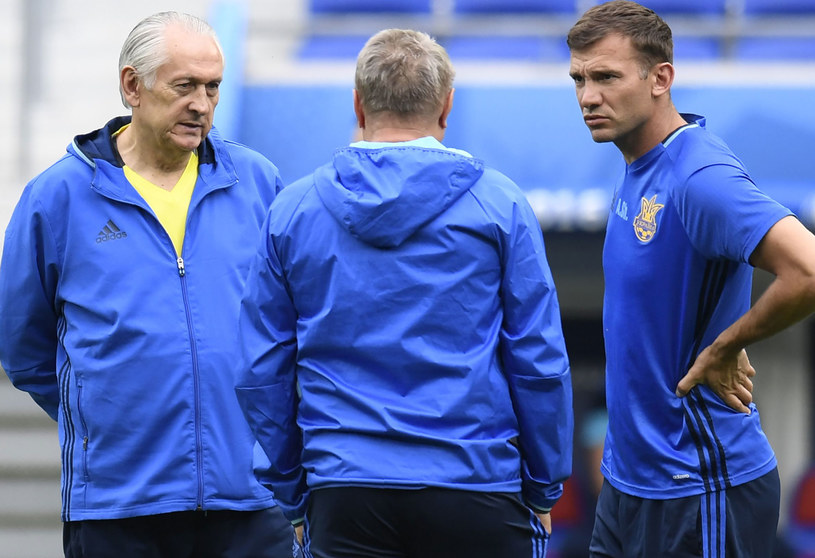 Mychajło Fomienko (z lewej) i Andrij Szewczenko (z prawej) /AFP