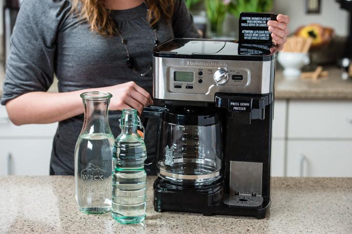 mycie ekspresu do kawy /© Photogenica
