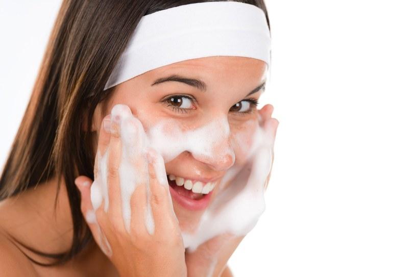 mycie twarzy /© Photogenica
