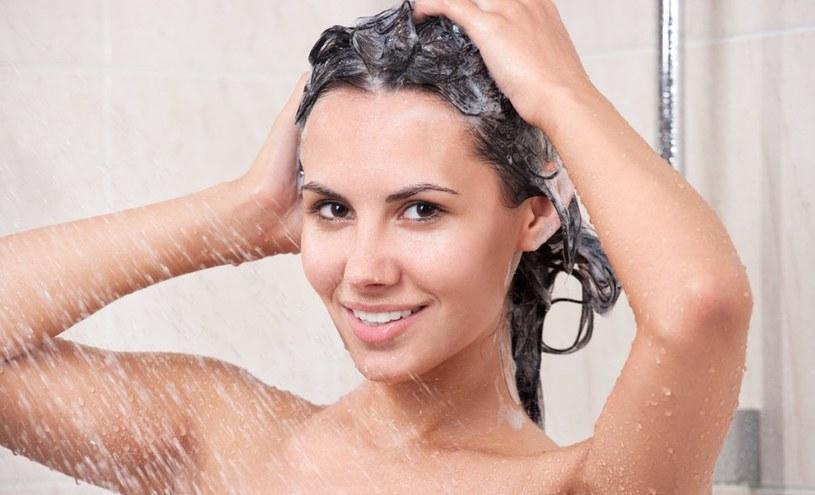 mycie włosów bez szamponu /© Photogenica
