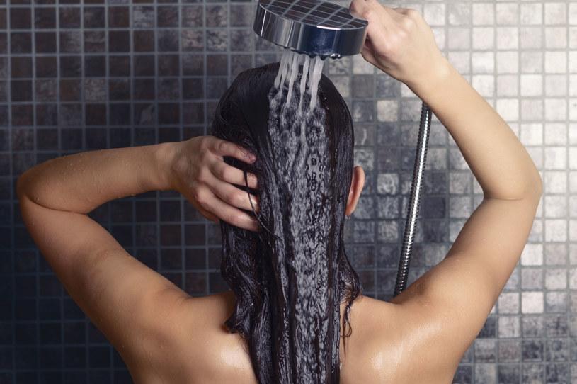 Mycie włosów samą wodą ma spore grono zwolenników /123RF/PICSEL