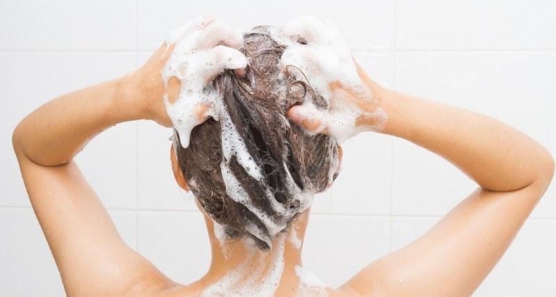 mycie włosów /© Photogenica