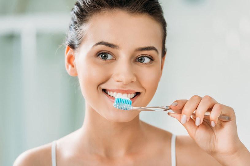 Mycie zębów /©123RF/PICSEL