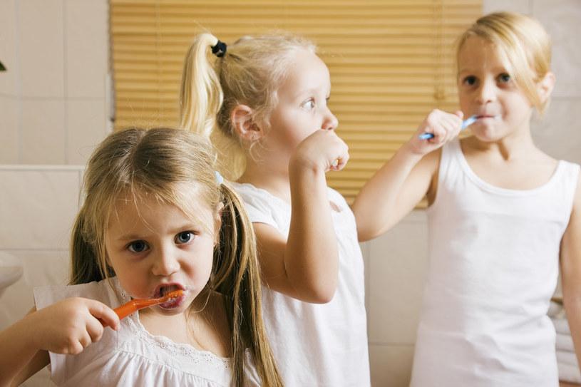 mycie zębów /© Photogenica