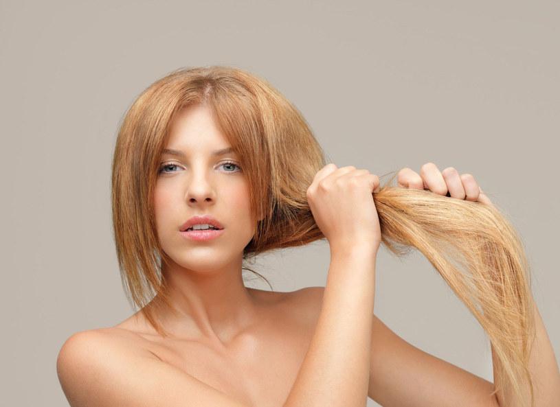 Myjemy włosy letnią wodą, a spłukujmy chłodną /Picsel /123RF/PICSEL