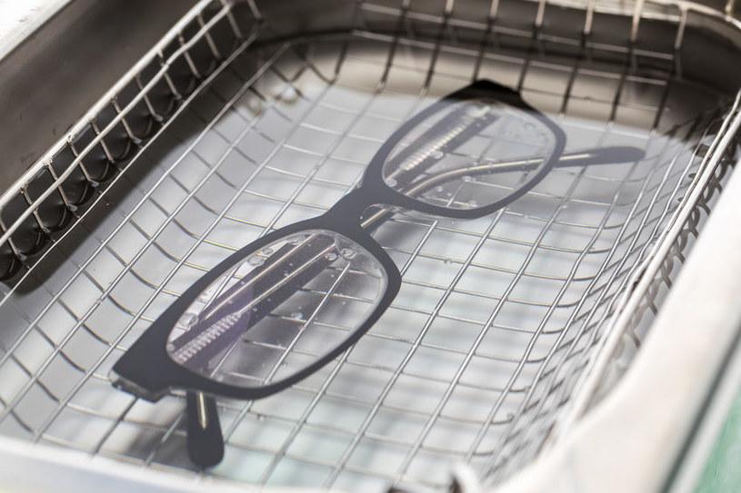 Myjka do czyszczenia okularów /©123RF/PICSEL