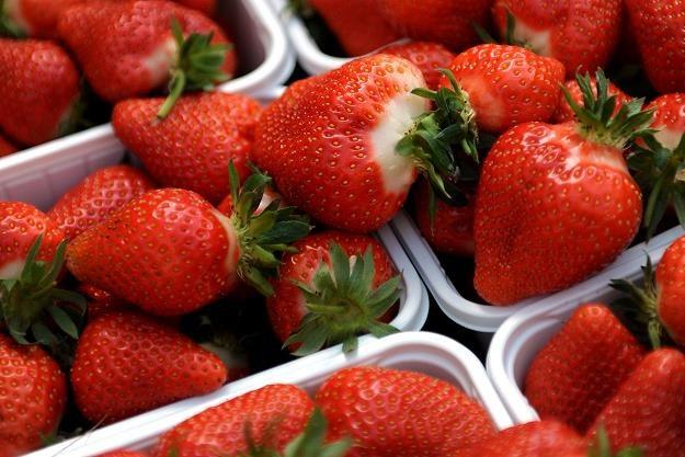 Myślisz, że truskawki na bazarku są tanie? /AFP