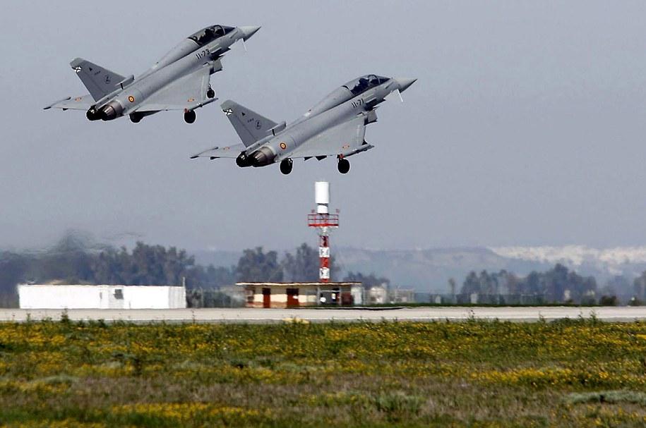 Myśliwce Eurofighter wylatują z bazy Moron de la Frontera /PACO PEREZ /PAP/EPA