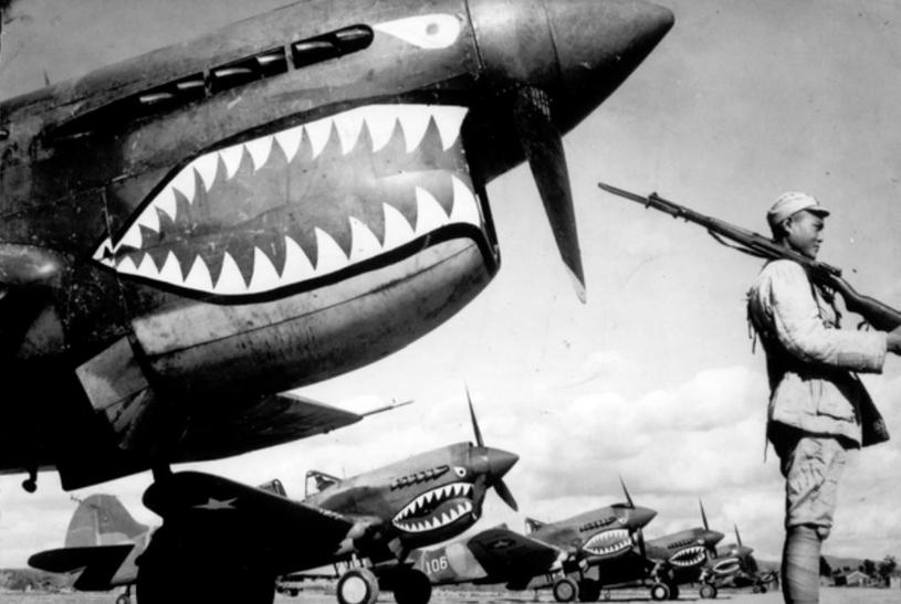 """Myśliwce P-40 należące do """"Latających Tygrysów"""" /Domena publiczna /INTERIA.PL/materiały prasowe"""