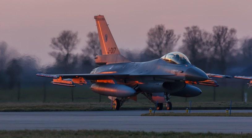 Myśliwiec F-16 /123RF/PICSEL