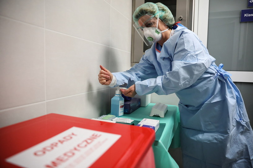 MZ poinformowało o nowych przypadkach zakażenia koronawirusem / Leszek Szymański    /PAP