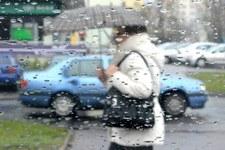 Mżawka, deszcz i silny wiatr. Ostrzeżenia pogodowe