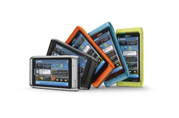 N8 w pięciu kolorach - zapewne nowy smartfon Nokii będzie sukcesem, ale spodziewaliśmy się więcej /INTERIA.PL