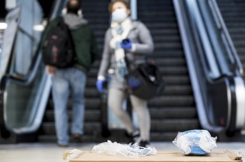 Na 302 stacjach madryckiego metra od 6 rano rozdawane są maseczki /Juan Naharro Gimenez /Getty Images