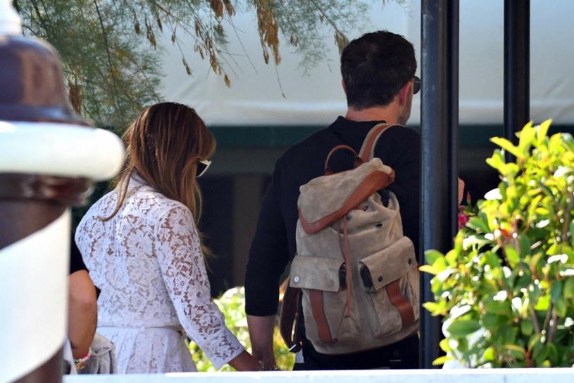 Na 78. Festiwal filmowy w Wenecji przybyło wiele sław, jednak parą, która przeciąga największą uwagę fotoreporterów jest duet: Jennifer Lopez i Ben Affleck /BACKGRID /East News