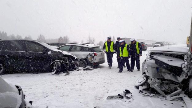 Na A1, pomiędzy węzłami Brzeziny i Łódź Północ, doszło do dwóch wypadków z udziałem kilku pojazdów /Policja