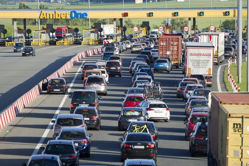 Na A1 przed bramkami w wakacje regularnie tworzą się olbrzymie korki /Wojciech Stróżyk /Reporter