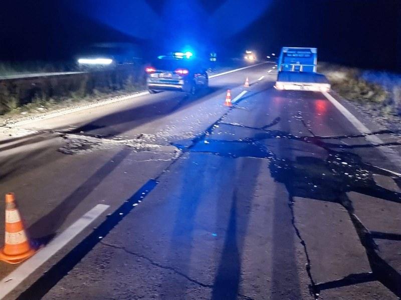 Na A4 uszkodzeniu uległ asfalt /Policja