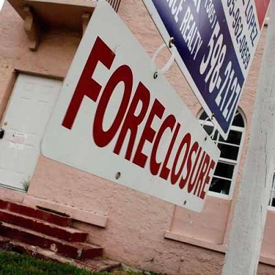 Na amerykańskim rynku wtórnym ponownie przyspieszyły spadki cen domów /AFP