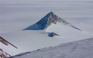 Na Antarktydzie odkryto ogromne struktury podobne do piramid