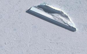 Na Antarktydzie znaleziono dziwny obiekt stworzony z lodu