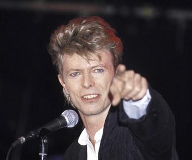 Na aukcję trafił dwuczęściowy garnitur Davida Bowiego. Cena zwala z nóg!