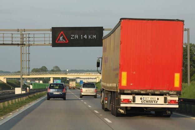Na autostradach tiry zaczną płacić na bramkach. Fot: Łukasz Jóźwiak /Reporter