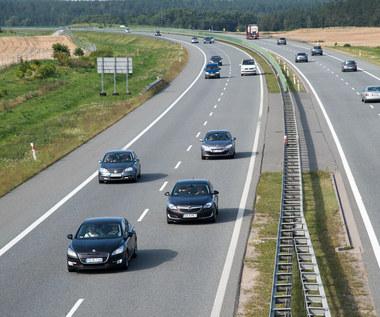 Na autostradach wyprzedzanie z prawej strony powinno być zabronione
