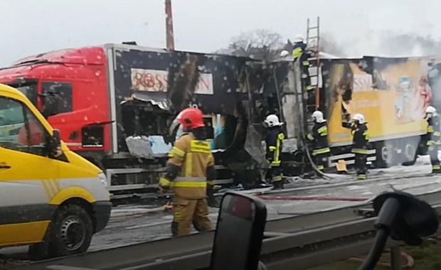 Na autostradzie zapaliła się ciężarówka [FILM]