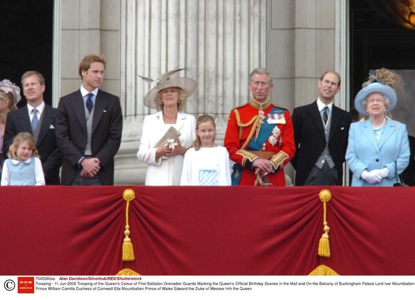 Na balkonie pałacu Buckingham (pierwszy z lewej, obok księcia Williama) /East News