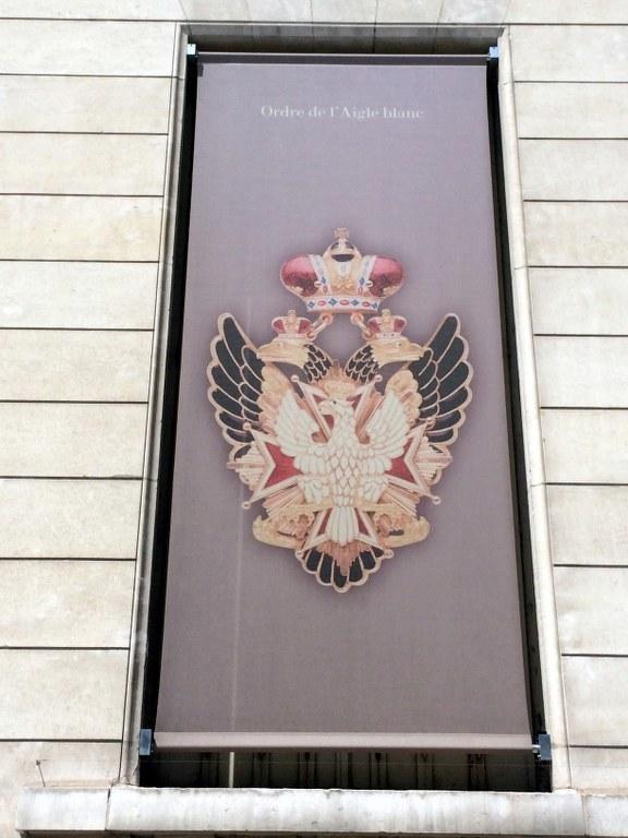 Na banerach reklamujących kolekcję Muzeum Legii Honorowej widnieje najstarsze i najwyższe polskie odznaczenie państwowe - Order Orła Białego - w rosyjskiej wersji /Marek Gładysz /RMF FM