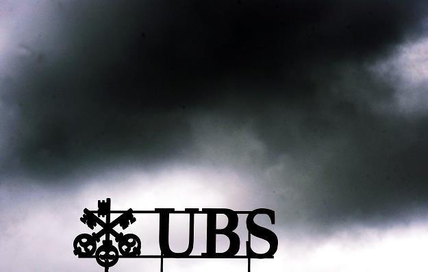 Na bankiem UBS zbierają się ciemne chmury... /EPA
