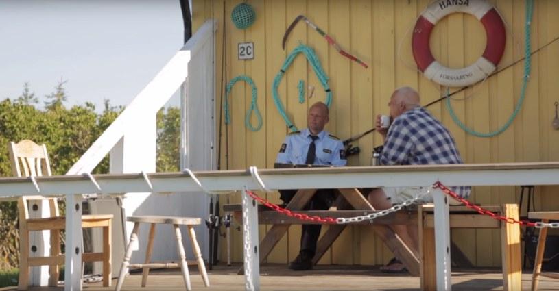 Na Bastoy strażnicy kumplują się z więźniami /YouTube