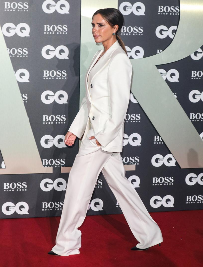 Na białe stroje często stawia Victoria Beckham - wygląda w nich perfekcyjnie /Brett D. Cove / Splash News /East News