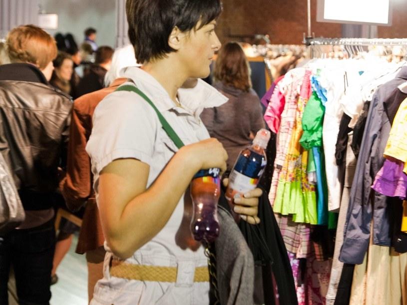Na Bilioneurobab można kupić ubrania znanych projektantów w okazyjnych cenach  /materiały prasowe
