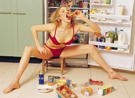 Na bulimię cierpią głównie kobiety /ThetaXstock